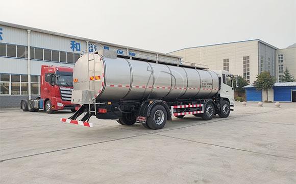 运输牛奶罐装车