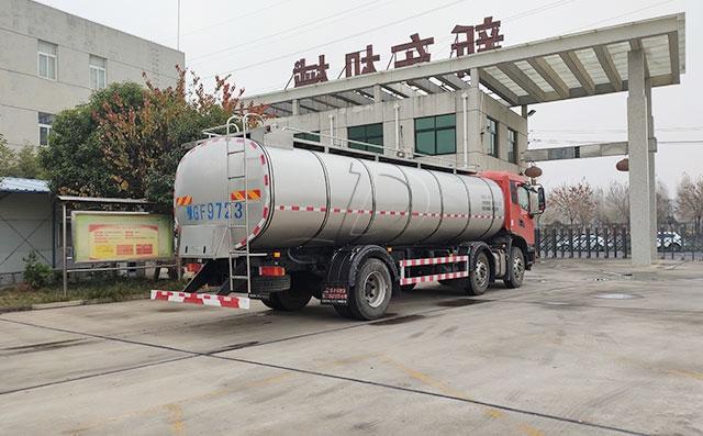 河南新鄉國六10噸運輸鮮奶罐車客戶提車