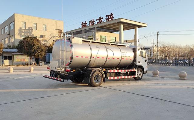 天潤新東7噸車罐一體駝奶運輸車準備發往新疆