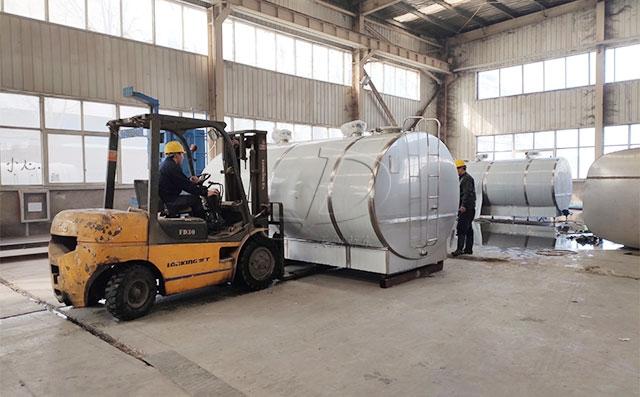 天润新东两台10吨猪血制冷罐准备发往山东