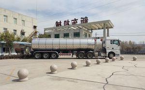 我公司半挂生奶运输保温车准备发往