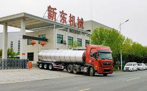 新東機械34噸鮮奶運輸掛車發往河北