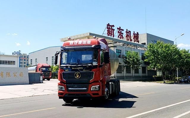 恭喜新疆客戶喜提兩臺35噸半掛運輸鮮奶車