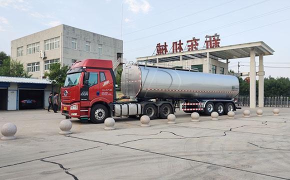 鲜奶运输半挂车